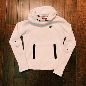 NIKE Bright White Workout Sweater